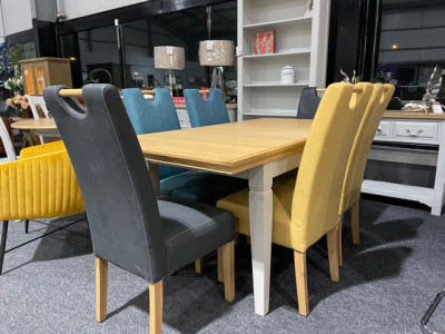 Chester Extending Table & 6 Chairs Floor model